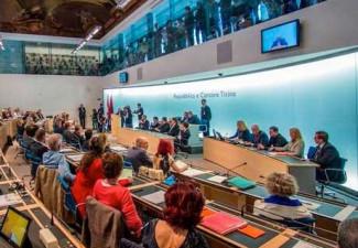 """29 maggio 2017: il Gran Consiglio ticinese approva il rapporto sull'iniziativa popolare generica """"Educhiamo i giovani alla cittadinanza""""."""
